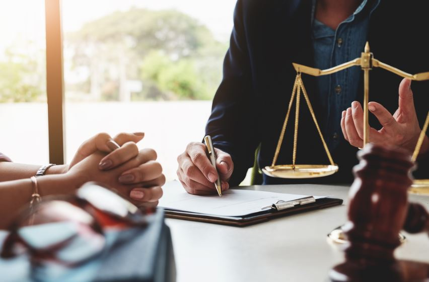 How much does a lawyer make in south africa